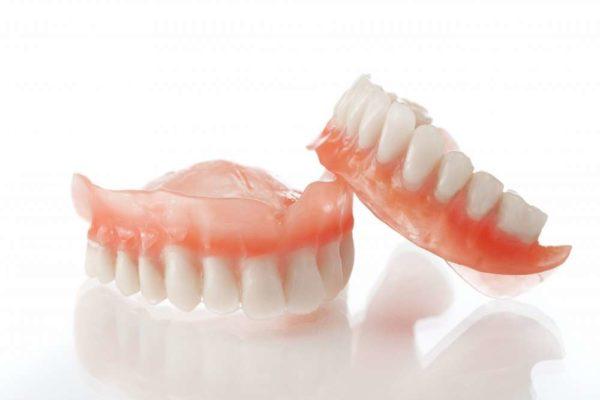 Съемные зубные протезы нужно предварительно снять