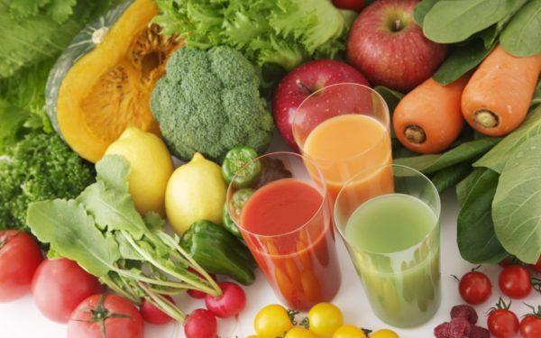 Воздейтвующие на перистальтику овощи, фрукты, соки из них исключаются из рациона