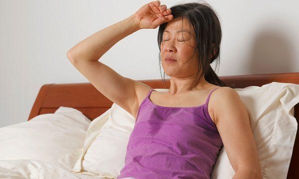 Если причиной возникновения кровотечения является кровотечение, то будут присутствовать и дополнительные симптомы – боль в области желудка, липкий пот, бледность кожных покровов, слабость