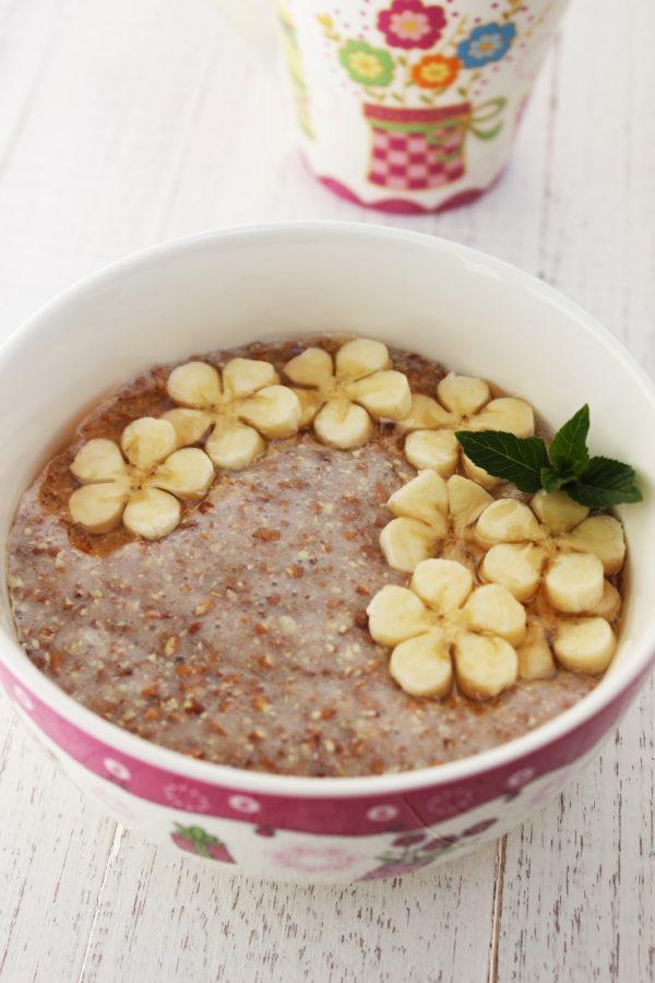 При расстройствах пищеварительной системы полезно завтракать льняной кашей