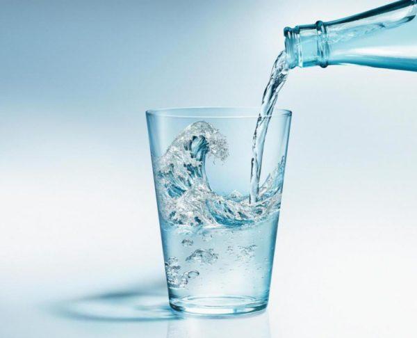 Щелочная минеральная вода обязательно должна храниться в стеклянных бутылках