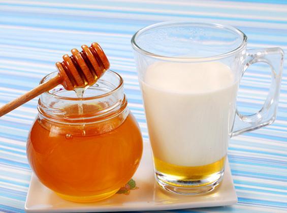 """При повышенной кислотности рекомендуется """"медовое молоко"""""""