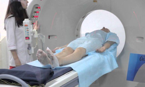 Врачи нередко подключают специалистов по томографии и МРТ, чтобы обнаружить источник боли