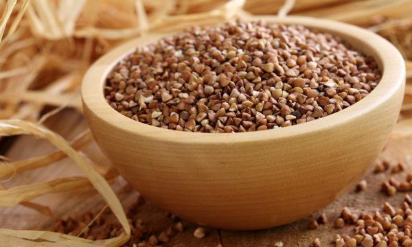 Одно из популярных средств от дискомфорта в пищеводе — гречневая круп