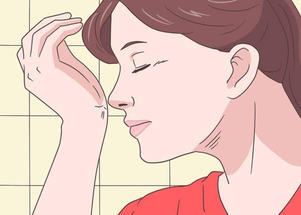 Когда слюна высохнет, понюхайте внутреннюю сторону запястья