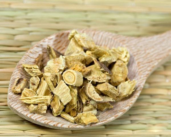 Корень алтея лекарственного используют для нормализации работы органов пищеварения