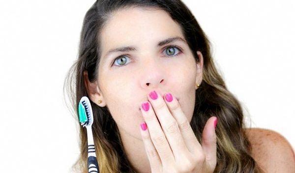 Маскировка неприятного дыхания не решает проблему при серьезной патологии, применение средств, устраняющих запах имеет кратковременный эффект
