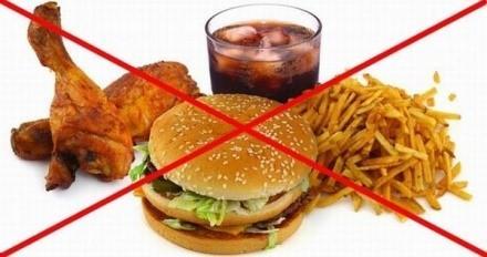 Наиболее частая причина образования воспалительных процессов в поджелудочной - прием пищевого мусора в качестве постоянного элемента рациона