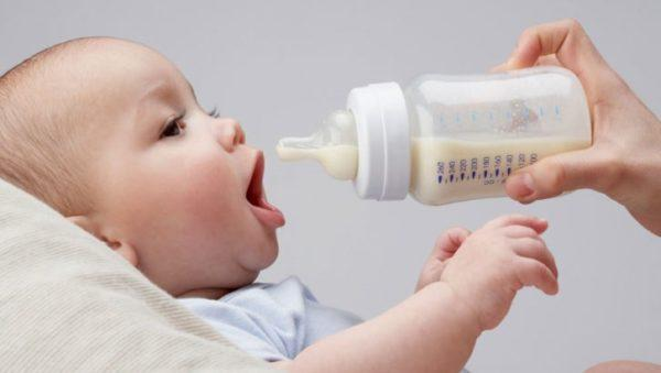 Не спешите переводить малыша на искусственное вскармливание