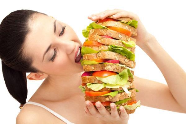 Неправильное питание - одна из возможных причин повышения кислотности