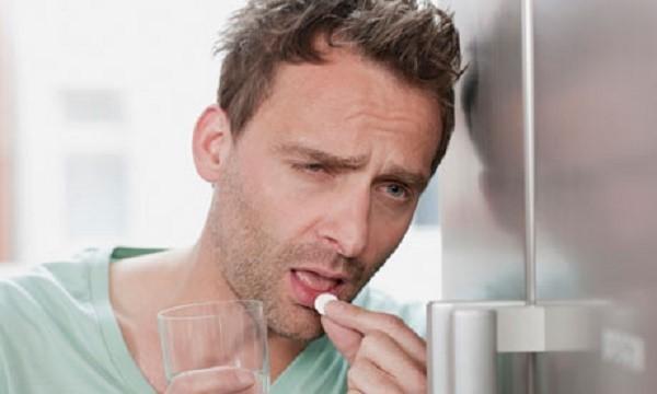 Очень важно даже в состоянии серьезной интоксикации вспомнить, что необходимо принять адсорбирующие вредные вещества таблетки или препараты иного вида