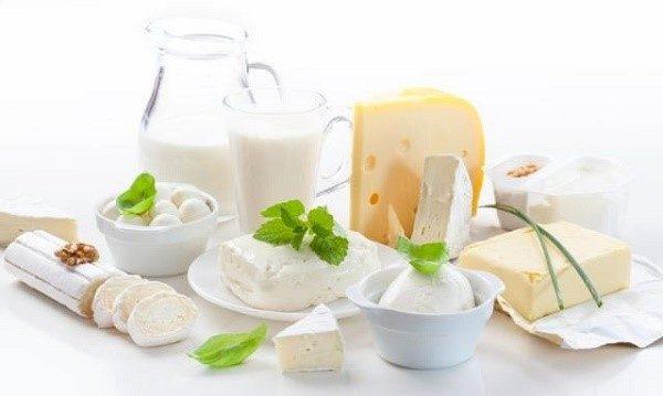 Не рекомендуется пить кисломолочные продукты, так как они только помогают болезни развиваться
