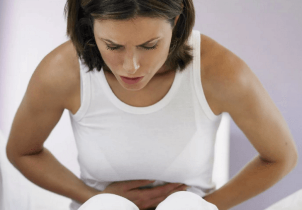 Приступы колик в животе крайне болезненны