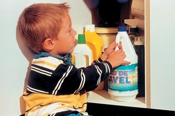 Ребенок и моющие средства