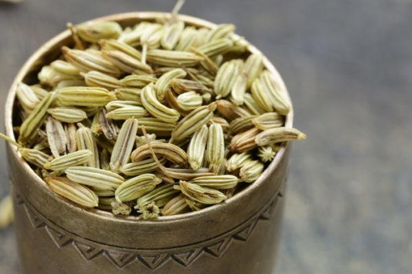 Семена фенхеля обеспечивают дезинфекцию желудка и кишечника и уменьшают образование пузырьков газа