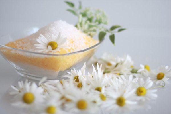 Солевая ванна с ромашкой помогает справиться с острым стрессовым состоянием