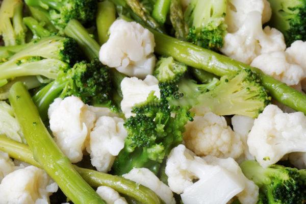 К примеру, кишечная палочка будет находиться в организме в достаточном количестве, если вовремя предлагать ей сырую растительную пищу: фрукты, овощи, зелень