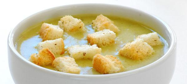 Суп с белыми сухариками