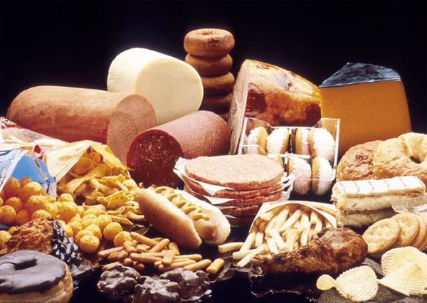 Жирная и жареная пища - одна из основных причин