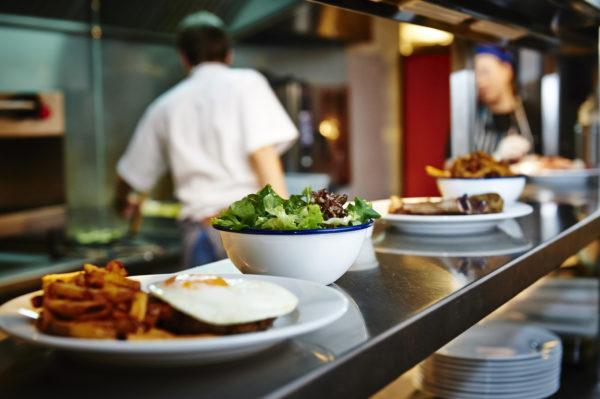 Любые готовые блюда, приобретённые в общепите, супермаркетах, купленные в кафе  - представляют опасность