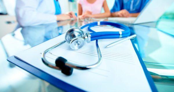 Определить рак по очевидным симптомам вовремя практически невозможно. При возникновении подозрений лучше всего сразу обращаться к врачу