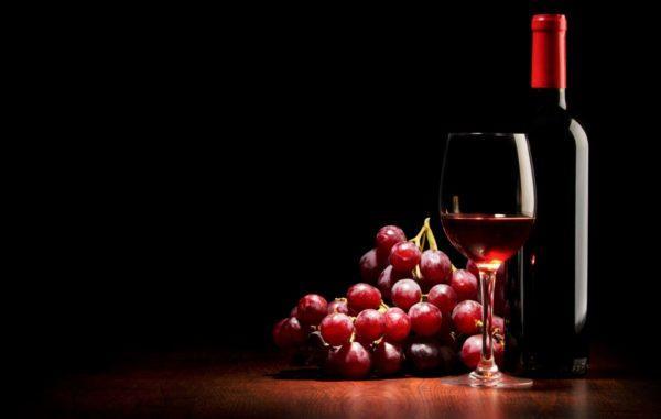В некоторые вина добавляются красители