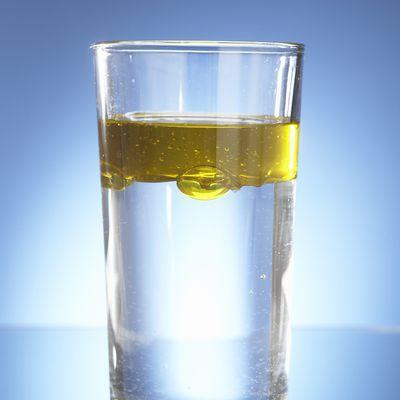Для быстрого выведения кала добавьте в воду масло