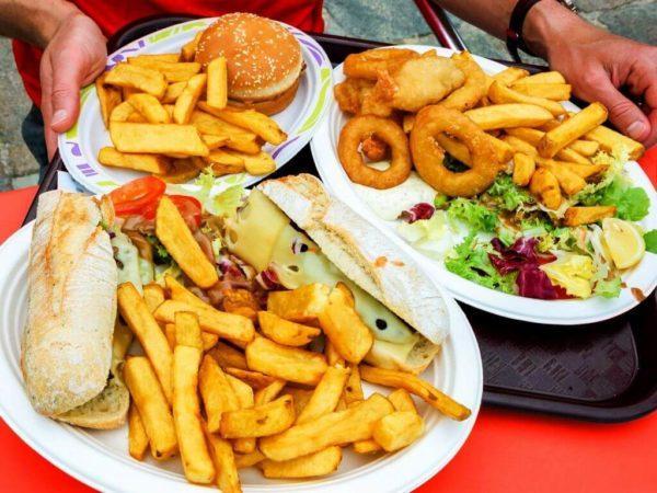 Часто причина тошноты кроется в неправильном питании