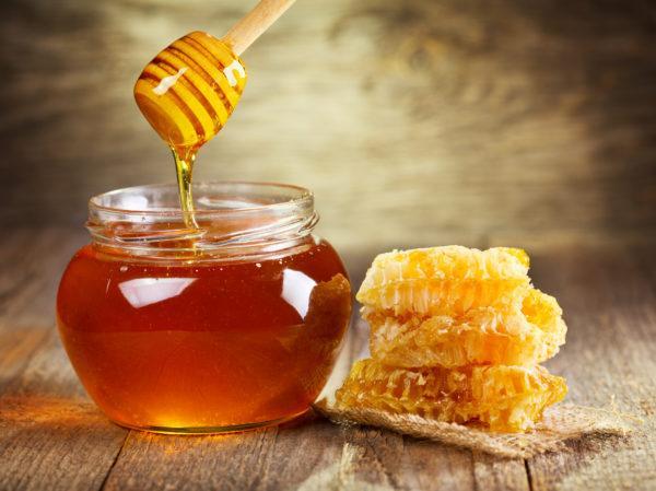 Целебные свойства меда много тысячелетий применяются для лечения патологий внутренних органов