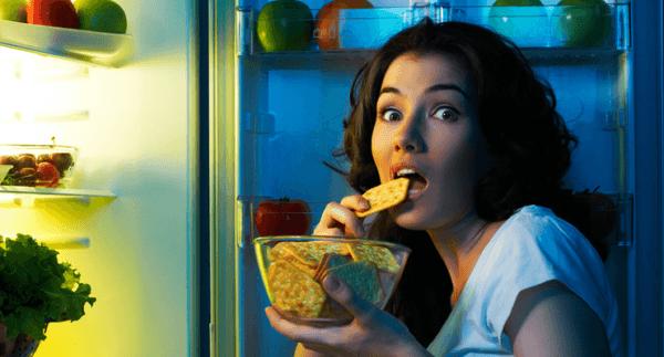 Поздние ужины - причина пищеварительных расстройств