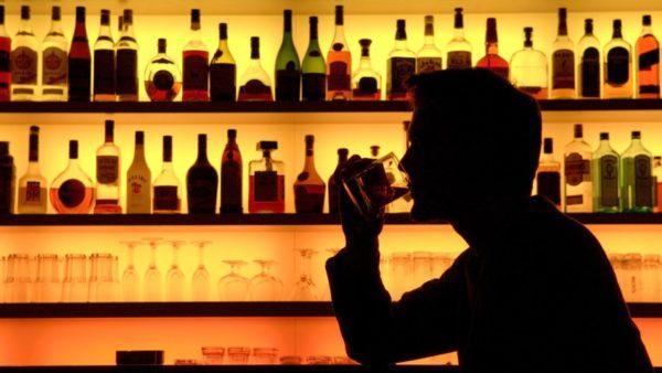 Алкоголь негативно влияет на работу желудка