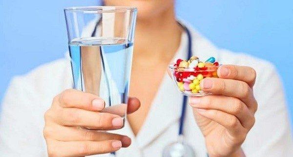Антибиотики убивают не только вредные бактерии, но и полезные