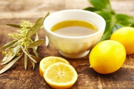 Не рабочий рецепт выведения желчных и каловых камней - оливковое масло, смешанное с лимонным соком