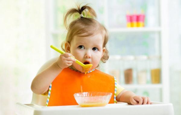 Учитывая, что понос в любом случае — следствие желудочно-кишечного расстройства, нужно правильно организовать детское питание в эти дни