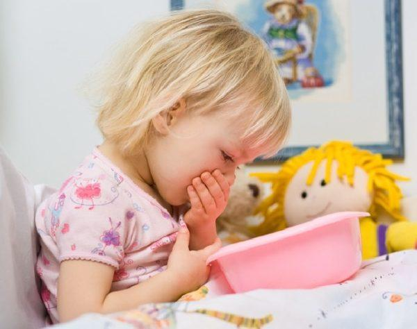 При появлении первых симптомов нужно показать ребенка врачу