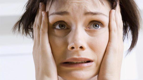 При обнаружении зеленых фекалий в подгузнике главное не паниковать и отследить состояние ребенка
