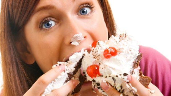Во время ПМС у некоторых женщин меняются вкусовые предпочтения