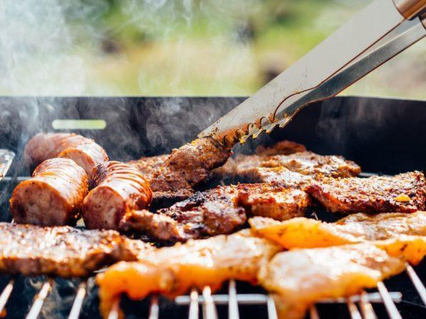 Поедание тяжелой пищи приводит тяжести в желудке и поносу