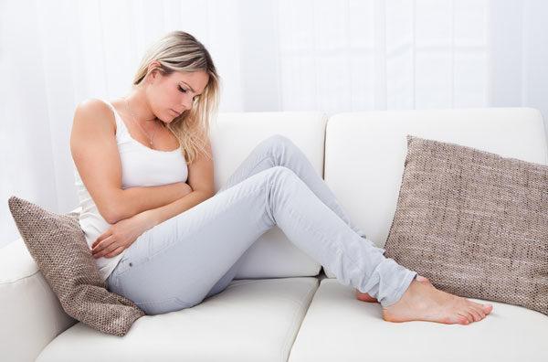 У многих женщин критические дни сопровождаются болями в животе и головокружениями
