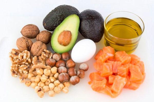 Полезные растительные жиры содержатся в орехах, рыбе, яйцах и некоторых видах масел