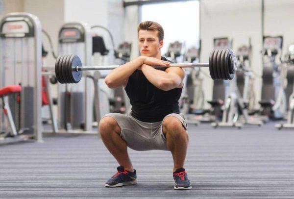 Становая тяга, приседания со штангой, гиперэкстензии с весом, упражнения на пресс с грузом могут вызвать воспаление геморроя