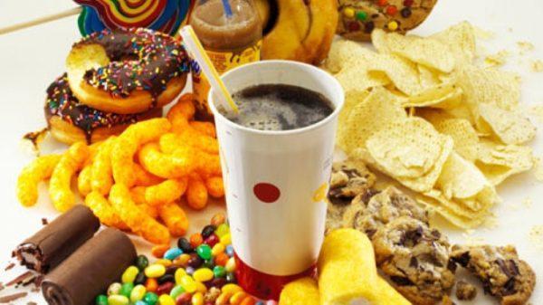 Функциональная диспепсия может развиться на фоне неправильного питания