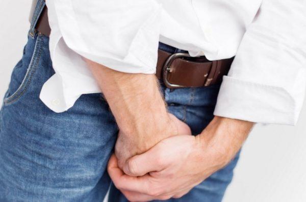 Цистит проявляется резью и болью при мочеиспускании