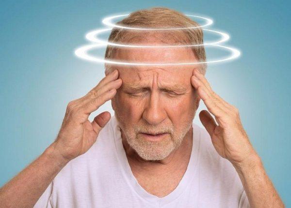 Если возникло предобморочное состояние, нужно срочно вызывать скорую помощь