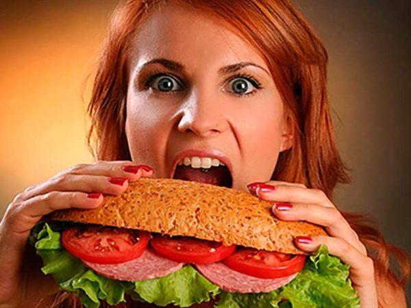 Вводить продукты нужно постепенно, при этом избегать переедания