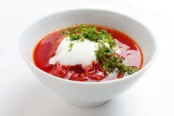 Жирные бульоны, супы с добавлением мяса, грибов, молока, круп или большим количеством овощей и зелени