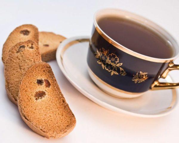 Чай с сухарями