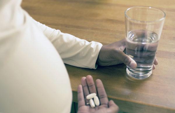 Если долго принимать витамины неправильно, может развиться гастрит