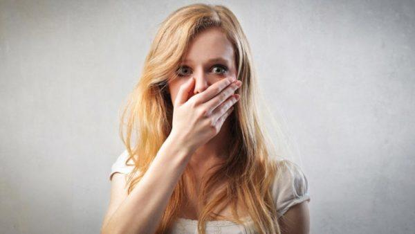Есть много причин появления горечи во рту