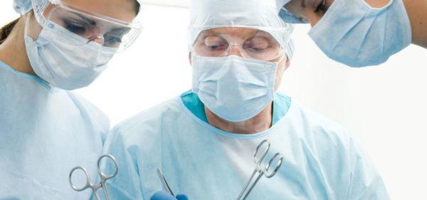 Глубокие трещины лечатся хирургическим путем